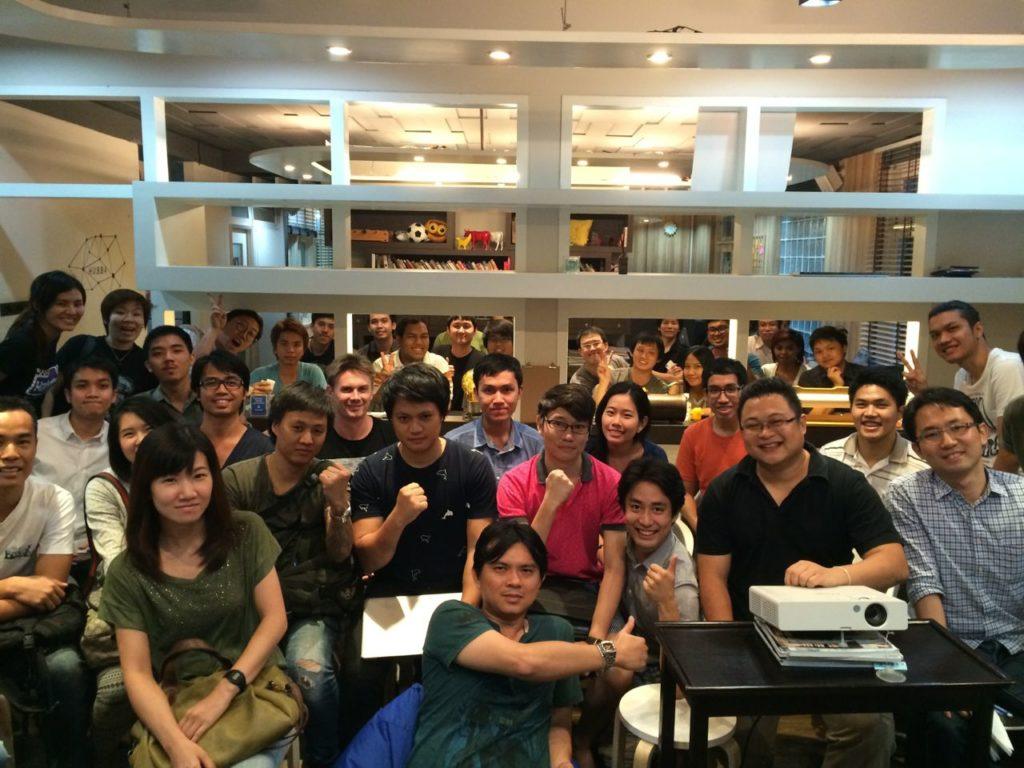 WordPress Bangkok Meetup グループのお気に入りの写真。このときは、テーマを作ってWordPress.com に送ってみよう、みたいなことで人が多かった。
